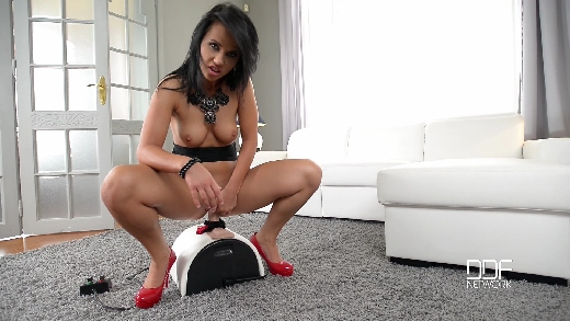 Pussy Joyride - A Sybian Steed Is All She Needs (Denise, 2015-11-06) /Pussy Joyride - A Sybian Steed Is All She Needs (Denise, 2015-11-06)/